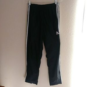 Adidas 3 stripes essentials Pants with zipper hems